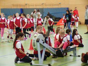 Grundschulkinder bei der Talentiade des Bezirks Neukölln, BERLIN HAT TALENT