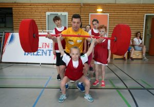 Gewichtheben unter Anleitung von Robert Joachim